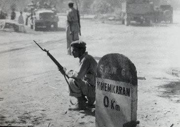 Soldado paquistanês na cidade indiana de Khem Karan.