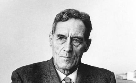 Patrick Maynard Stuart Blackett ganhou o nobel de física por contribuições ao estudo de radiação cósmica.