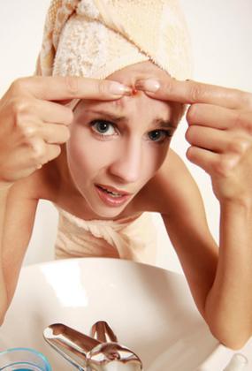 Acne: espremer não é o melhor remédio