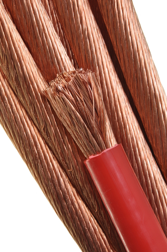 O cobre é um ótimo condutor de eletricidade e é utilizado em linhas de transmissão