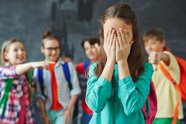 Bullying - É exercido por um ou mais indivíduos, causando dor e angústia, com o objetivo de intimidar ou agredir outra pessoa.