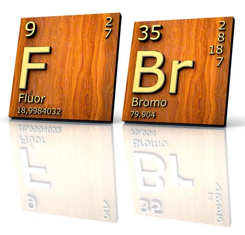 Por ser muito reativo, o flúor praticamente não realiza reações de halogenação. Já com o bromo elas são possíveis