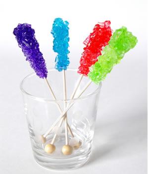 Os cristais de açúcar podem ter diferentes cores, dependendo do corante que você utilizar