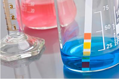 As reações de neutralização total fazem com que o pH do meio fique igual a 7,0 (neutro)
