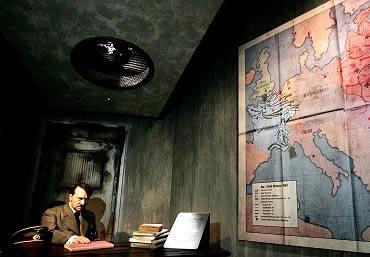 Reprodução do bunker de Hitler do Museu Madame Tussaud, em Berlim.