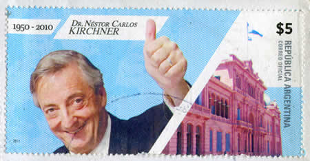 Selo mostra Nestor Kirchner – Ele assumiu a presidência da Argentina em 2003.*