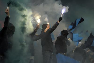 Os hooligans estão geralmente ligados a uma torcida organizada de futebol