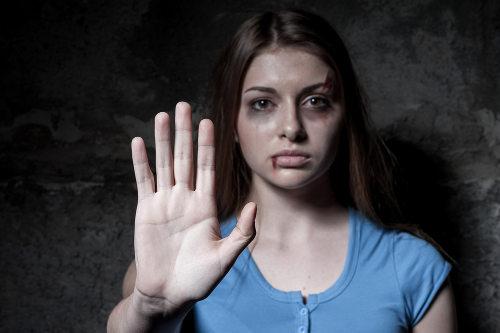 A lei do feminicídio visa a coibir o homicídio de mulheres em determinadas circunstâncias muito comuns no Brasil.