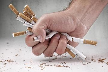 O cigarro, além dos danos ao próprio usuário, também prejudica as pessoas que estão ao redor