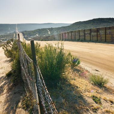 Imagem do Muro entre México e EUA no estado da Califórnia