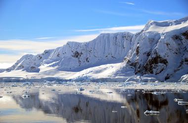 Regiões polares são mais frias em razão das variações das latitudes e dos raios solares