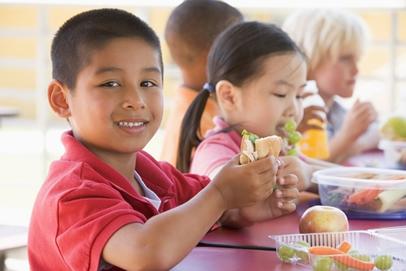 A escola tem um papel muito importante na formação de hábitos alimentares das crianças