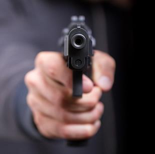 O Brasil é o país com o maior número de mortes com a utilização de arma de fogo por habitantes.