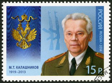 Mikhail Kalashnikov (1919-2013) foi o inventor do rifle AK-47, considerado a arma de guerra mais versátil do mundo *