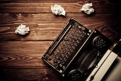A estrutura da narrativa pode ser subvertida, exigindo então maior comprometimento do leitor diante da obra