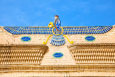 Imagem representando Ormuzd em templo no Irã