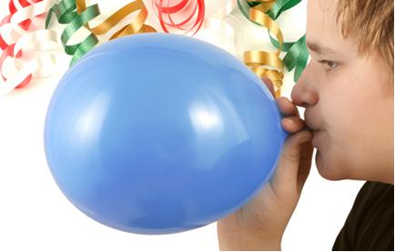 Você não precisa se desgastar tanto enchendo balões dessa forma. Faça como no experimento abaixo