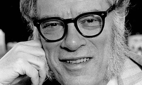 """Isaac Asimov é um escritor russo-americano de ficção científica, autor do livro que deu origem ao filme """"Eu robô""""."""