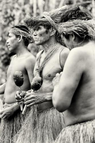 No Brasil há mais de duzentos povos indígenas, com línguas e hábitos diferentes. O Dia do Índio é uma boa oportunidade para conhecer mais sobre eles *