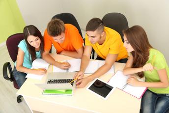 O grande objetivo do trabalho em grupo é o de promover a troca de conhecimento entre os integrantes