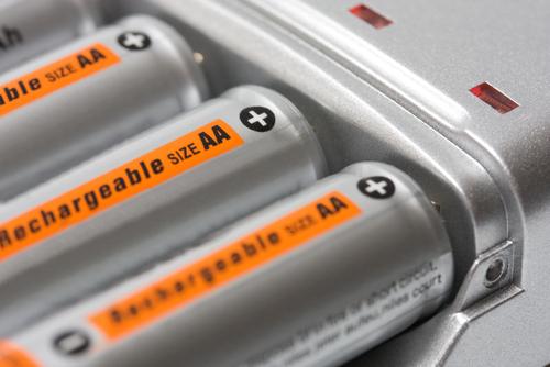 Atualmente o cádmio tem aplicação em baterias de celulares e em pilhas recarregáveis.