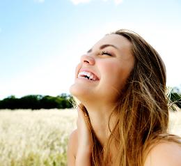 O riso pode apresentar um aspecto físico, cognitivo e emocional