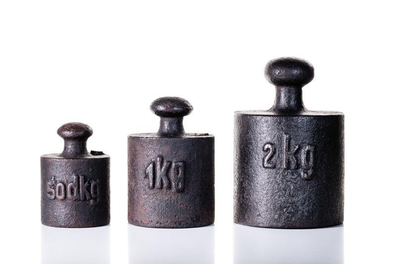 50 dKg significam 50 deciquilogramas. Como o prefixo d vale 0,1, podemos dizer que corresponde a 0,5 kg