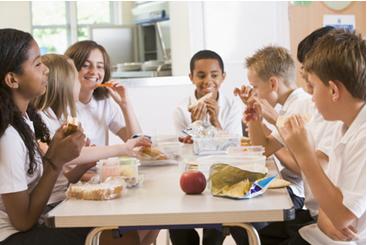 Pesquisas mostram que a grande maioria dos alunos aprovou a implantação de cantina saudável na escola