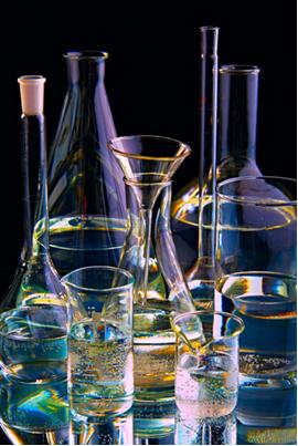 A reação orgânica de desidratação intermolecular dos álcoois é importante porque produz éteres que são muito utilizados na purificação de fármacos