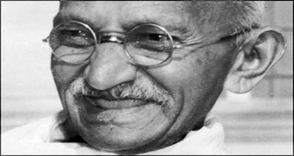 Gandhi foi o líder da luta pela independência da Índia através da desobediência civil.