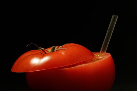O licopeno é um pigmento vermelho que dá coloração ao tomate.