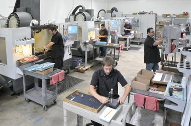 O setor secundário trabalha na transformação de matérias-primas