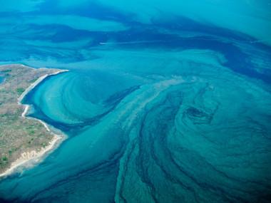 Vista área de uma corrente marítima próxima ao litoral da Costa Rica
