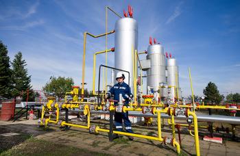 O gás natural se submetido à temperatura ambiente e pressão atmosférica permanece no estado gasoso