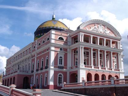 Teatro Amazonas, um dos símbolos da riqueza adquirida com a extração da borracha na Amazônia