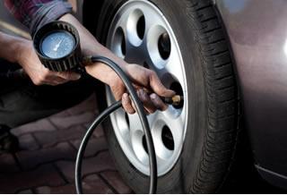 O volume do ar dentro dos pneus é constante, por isso, dentro dele podem ocorrer transformações isocóricas