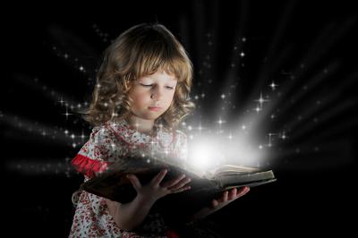 Os contos de fadas apresentam elementos das narrativas orais de um tempo distante, quando não havia a preocupação com a formação das crianças
