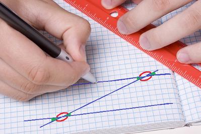 Retas paralelas quando cortadas por uma transversal formam oito ângulos com características de congruência