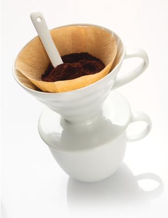 """Quando estamos """"coando"""" o café, estamos realizando uma filtração comum"""