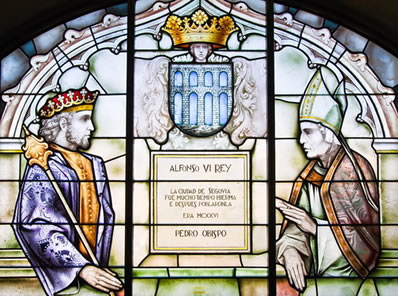 Vitral representando Alfonso VI e o bispo Pedro, no Alcázar de Segóvia