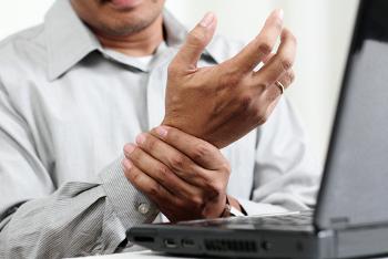 A artrite reumatoide causa dores nas articulações, porém pode acometer órgãos como o coração e os pulmões