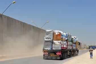 Transporte de mercadorias, de Israel à Faixa de Gaza.*