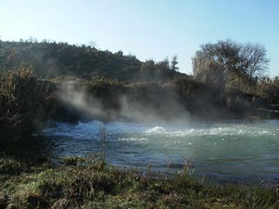 A evaporação da água é um processo que ocorre à temperatura ambiente