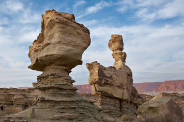 O intemperismo e a erosão atuam na transformação do relevo e formam novas paisagens