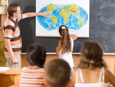 A utilização de mapas no ensino de Geografia perpassa pela alfabetização cartográfica