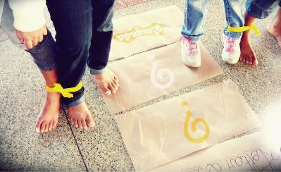 Que tal utilizar as crianças como peças de um jogo de tabuleiro em uma aula de Matemática?