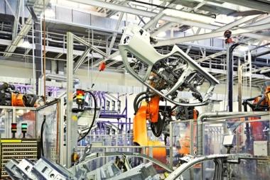 Linha de produção de veículos. A figura do trabalhador passou a ser cada vez mais rara no setor secundário