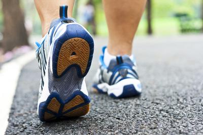 Só é possível caminharmos porque existe a força de atrito entre o solo e os nossos pés