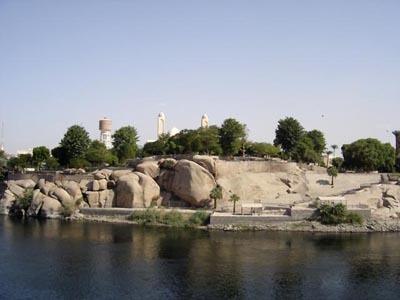 Rio Nilo em perímetro urbano.