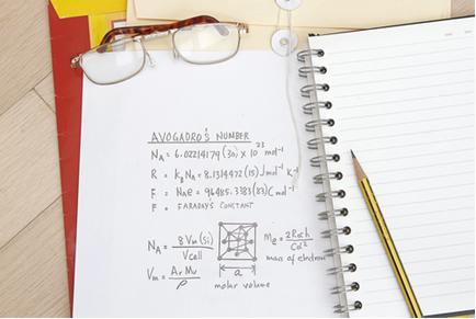 Valor de constante de Avogadro e equação matemática avançada
